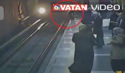 Özünü qatarın altına atan qadın sağ qaldı VİDEO