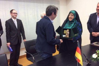 İranda dövlət televiziyası qadını kişi zənn etdi, aləm bir-birinə dəydi
