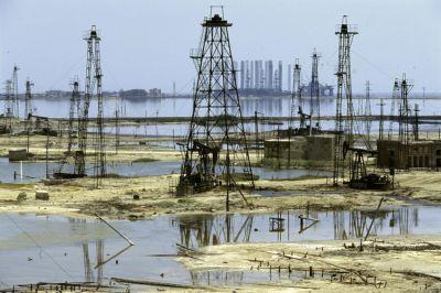 Азербайджан примет участие в обсуждении стабилизации добычи нефти