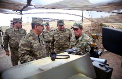 Müdafiə naziri artilleriyaçıların döyüş hazırlığını yoxlayıb FOTOLAR