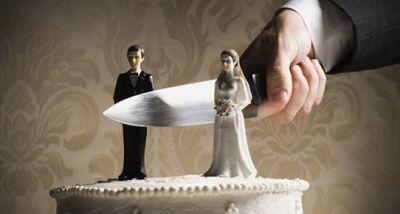 Tanınmış müğənni həbsxanada evləndi FOTO