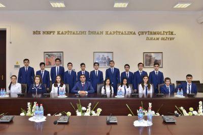 Эльмар Гасымов встретился с Президентскими стипендиатами