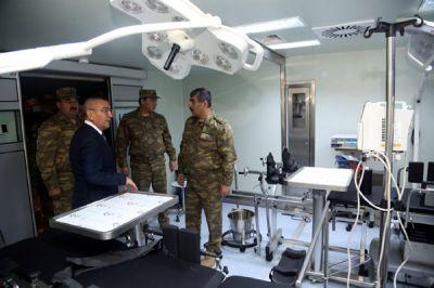 Министр обороны посетил мобильный полевой госпиталь в прифронтовой зоне