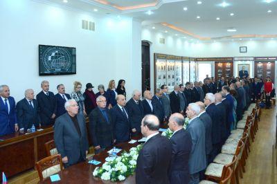 """""""Müstəqil Azərbaycan 25 ildə - iqtisadi baxış"""" UNEC-də konfrans"""