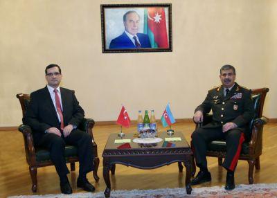 Министр обороны встретился с новым послом Турции в Азербайджане