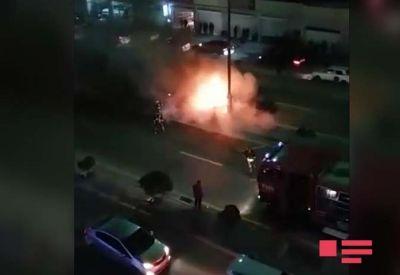 Yasamalda yol qəzası oldu, bir avtomobil yandı