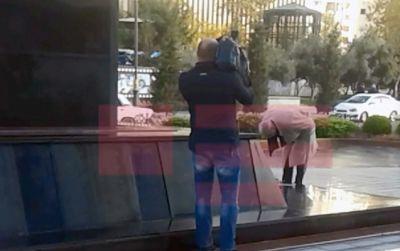Erməni yazıçısı Xocalı abidəsi qarşısında baş əydi FOTOLAR