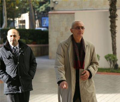 Находящийся в Баку Вахе Аветян посетил памятник Ходжалы