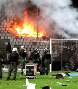 Baş hakimin evini yandırdılar, Yunanıstanda futbol çemionatı dayandırıldı