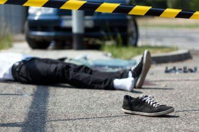 Yolu keçən piyadanı avtomobil vurdu