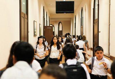 Завтра в школах Азербайджана начинаются осенние каникулы