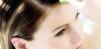 İsti su saç dərisinin çox yağlanmasına səbəb olur