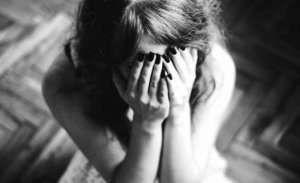 50 yaşlı kişi  14 yaşlı qızı zorladı, özünü doğrayıb öldürdü