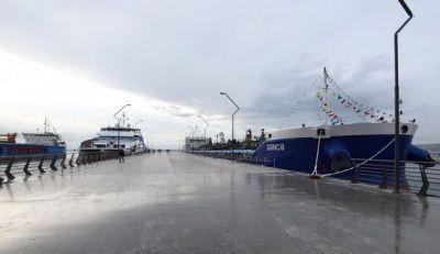 Президент Азербайджана на церемонии спуска новых судов на воду Фотографии