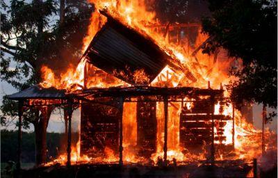 Bakıda yaşayış evi yanıb