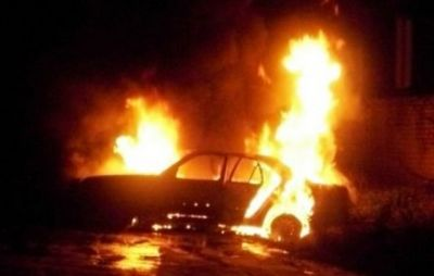 Sabirabad da minik avtomobili yandı