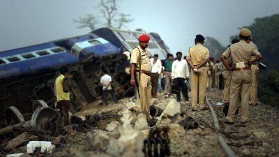 В Индии перевернулся поезд,  есть множество погибших