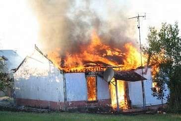İmişlidə yaşayış evi yandı