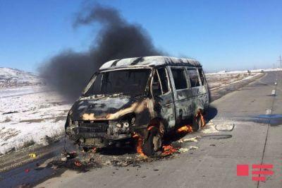 В Сиязане сгорел микроавтобус, перевозивший футболистов Фотографии