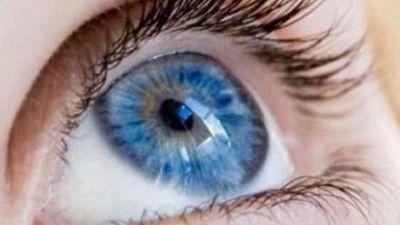Amerikalı alimlər: Mavi gözlü insanlar içkiyə meylli olur