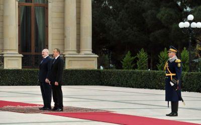 Belarus prezidenti rəsmi qarşılandı