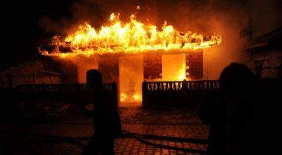 Saatlıda 5 otaqlı ev yandı