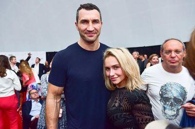Vladimir Kliçko və onun sevgilisi Mayamidəki yarmarkada görüntülənib