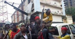 Konqoda üsyançılarla hərbçilər toqquşdu, 23 nəfər öldü