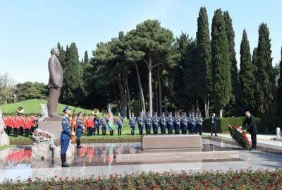 Ильхам Алиев посетил могилу Великого Лидера