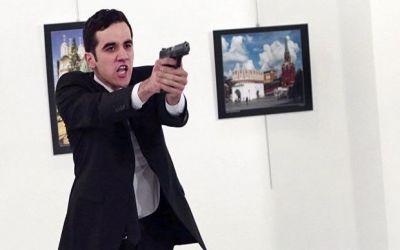 Фотограф, заснявший убийство российского посла, рассказал о подробностях произошедшего Фотографии