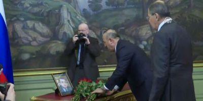 Главы МИД РФ и Турции возложили цветы в память о погибшем после Карлове