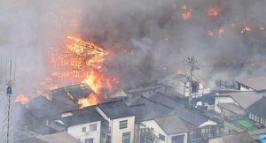 В Японии горят десятки зданий