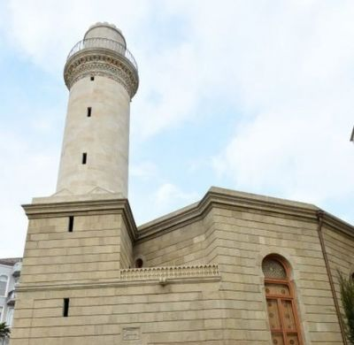 Ильхам Алиев ознакомился с реконструированной мечетью «Бейлер»