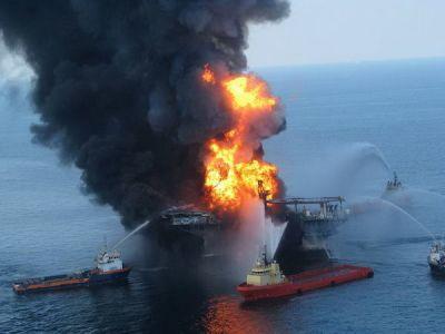 Пожар на нефтяной платформе в Мексиканском заливе