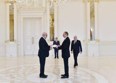 Ильхам Алиев принял верительные грамоты трех послов в Азербайджане