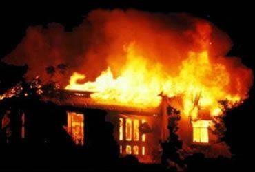 Ağdaşda 4 otaqlı ev yanıb