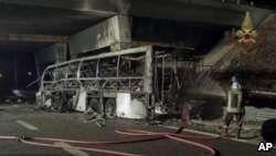 İtaliyada məktəb avtobusu qəzaya uğradı,16 nəfər öldü
