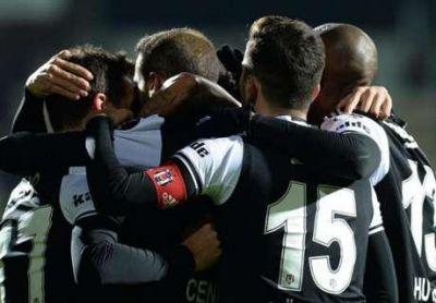 """""""Beşiktaş"""" rəqibini darmadağın edib, lider oldu"""