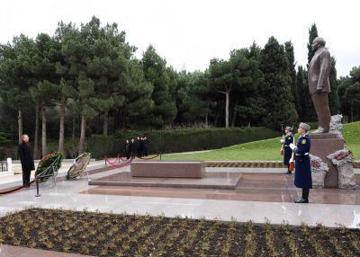 Делегация из Латвии посетила могилу Гейдара Алиева Фотографии