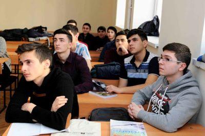Polşalı alimlər ADNSU-da seminar keçiblər