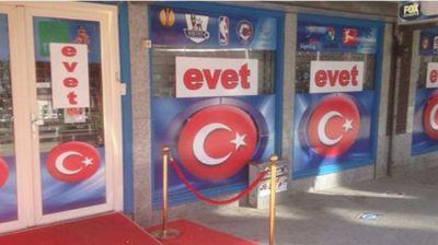 Hollandiya türk bayrağlarına bürünüb