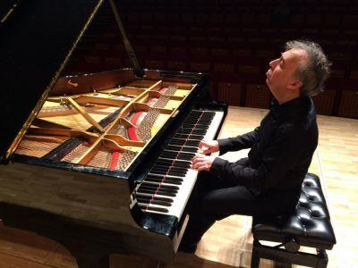 Tanınmış azərbaycanlı pianoçu İstanbulda konsert verib