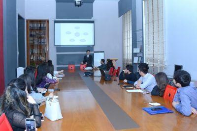"""Сотрудник компании """"AtaHolding"""" провел тренинг для студентов UNEC"""