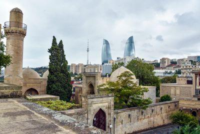 """Independent: """"В Баку туристы могут позволить себе питаться как королевская семья"""""""