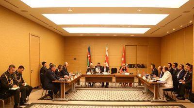 Началась трехсторонняя встреча министров обороны
