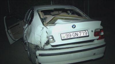 """""""BMW"""" səkiyə çırpılıb, xəsarət alan var"""