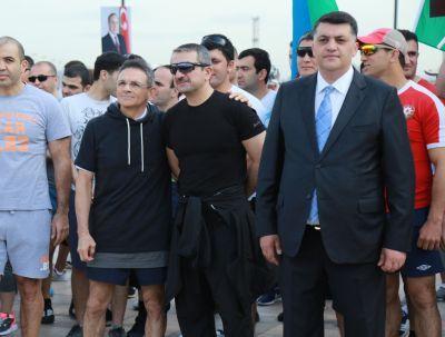 Шествие, начавшееся на Площади Флага - Фотографии